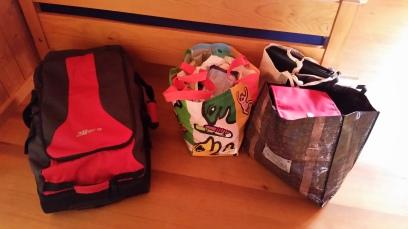 Umgepackte Taschen bei meinen Eltern